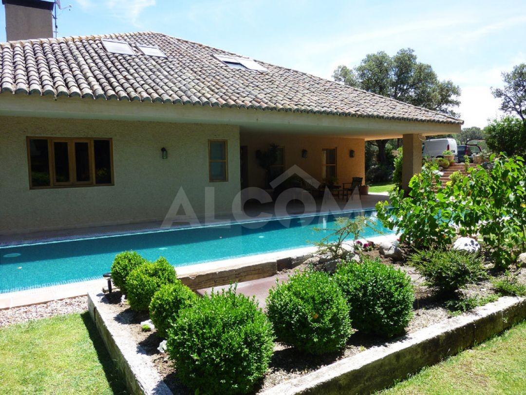 Casa chalet en alquiler vacacional en sevilla la nueva for Alquiler vacacional de casas con piscina en sevilla