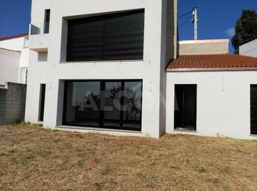 Casa / Chalet En Venta En A Pobra Do Caramiñal (A Coruña) - Ref: 2052